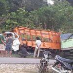 Braaak..!! Mobil Angkutan Batu Bara